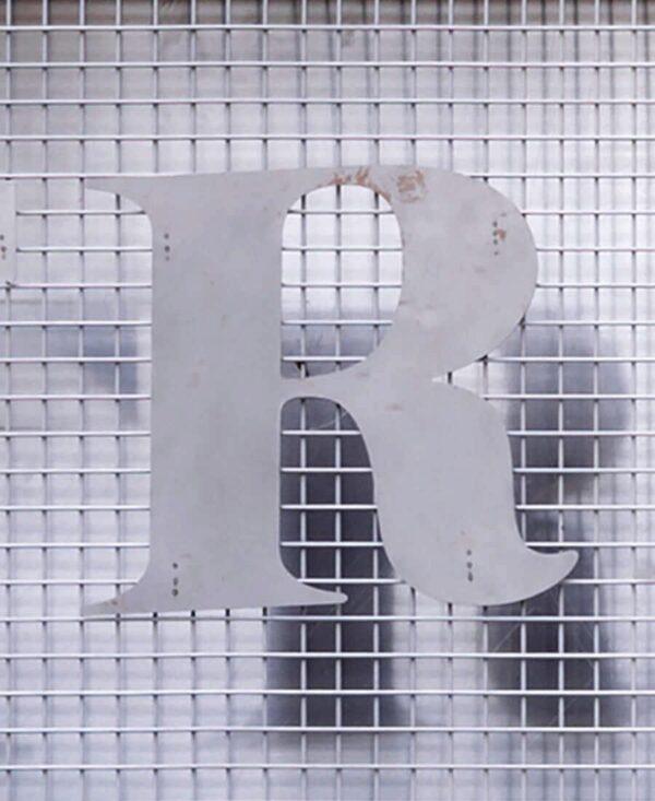 strange loop letter 'R'