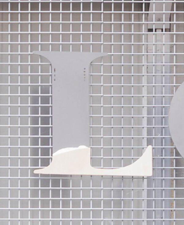 strange loop letter 'L'