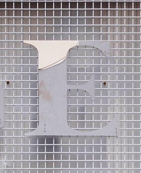 strange loop letter 'E'